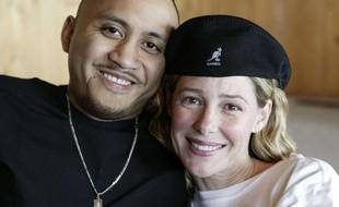 Mary Kay Letourneau et Villi Fualaau prennent la pose dans leur maison de Seattle lors d'une interview donnée à une télévision américaine, le 9 avril 2005.