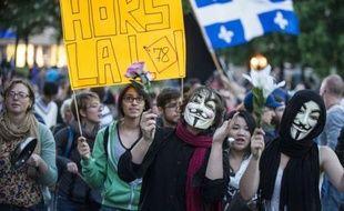 Plusieurs milliers de personnes armées de casseroles ont manifesté jeudi soir dans les rues de Montréal, de façon calme mais déterminée, peu après l'échec des négociations entre le gouvernement québécois et les responsables étudiants sur la hausse des frais de scolarité.
