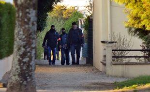 Des policiers dans le quartier du Vert-Bois, à Saint-Dizier (Haute Marne) ou un étudiant soupçonné de préparer des attentats contre des églises avait l'habitude de passer du temps.
