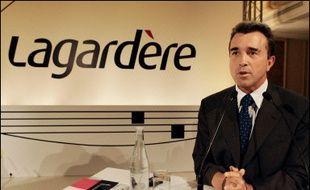 """Le groupe Lagardère, déjà actionnaire de 34% du bouquet CanalSat, va faire son entrée dans le nouveau géant de la télévision payante, """"Canal+ France"""", né après la fusion des bouquets concurrents TPS et CanalSat."""
