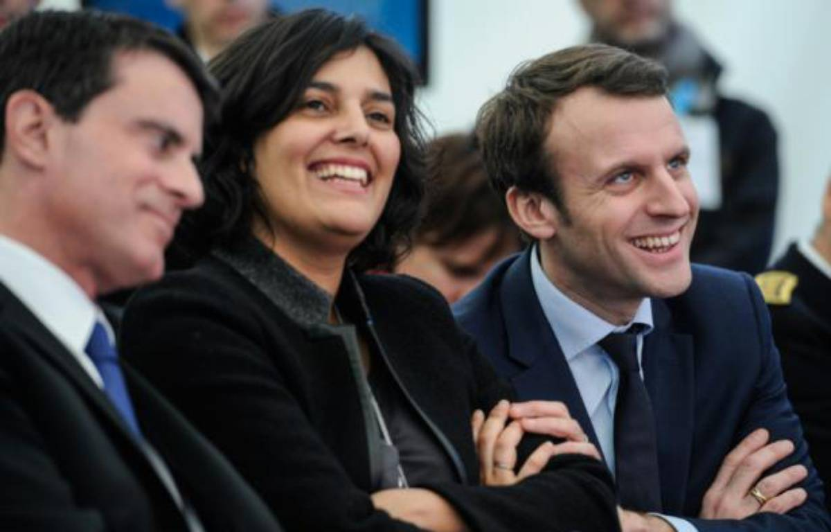 Manuel Valls, Myriam El Khomri et le ministre de l'Economie Emmanuel Macron pendant une visite de l'usine Solvay à Chalampé, dans l'est de la France, le 22 février 2016 – SEBASTIEN BOZON AFP