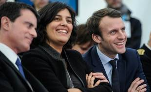 Manuel Valls, Myriam El Khomri et le ministre de l'Economie Emmanuel Macron pendant une visite de l'usine Solvay à Chalampé, dans l'est de la France, le 22 février 2016