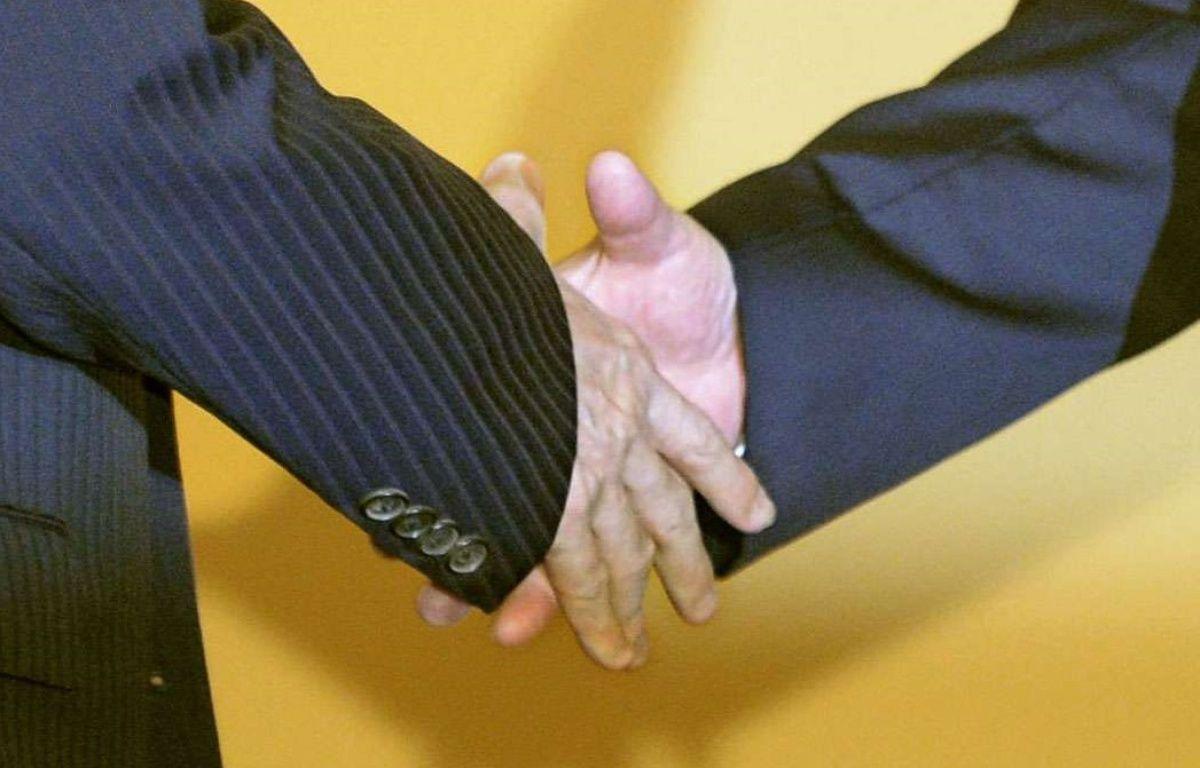Un prof fait à chacun de ses élèves un handshake personnalisé – /NEWSCOM/SIPA