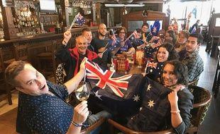 Des fans australiens de l'Eurovision, dans un pub de Kiev, le 9 mai 2017.