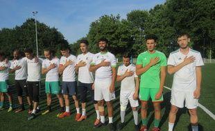 Pendant l'hymne algérien...