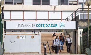 Entrée de l'Université Cote d'Azur ouverte à Nice.