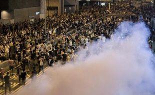 Des protestataires à Hong Kong sous les gaz lacrimogènes, le 28 septembre 2014