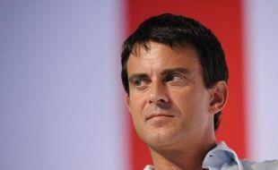 """Le député PS Manuel Valls a envisagé lundi une proposition de loi interdisant """"le port de signes religieux distinctifs là où il y a des enfants"""", afin d'éviter des situations comme celle de la crèche Baby Loup, poursuivie par une salariée licenciée pour port du foulard islamique."""
