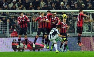La Juventus, leader du Championnat d'Italie battue à domicile dimanche dernier par la Sampdoria (2-1), a retrouvé son rang devant l'AC Milan (2-1) même si les champions en titre ont dû aller en prolongation pour se qualifier pour les demi-finales de la Coupe d'Italie.