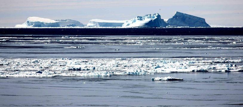 Un iceberg en Antarctique (illustration).