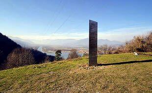 Un monolithe a aussi été découvert en Roumanie fin novembre 2020.