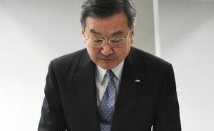 Le président de Sharp Kozo Takahashi lors d'une conférence de presse à Tokyo, le 13 mai 2015