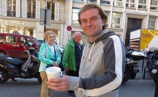 Ce mercredi, Jean-Marie Roughol, mendiant à Paris,  sort  un livre, « Je tape la manche », co-signé avec Jean-Louis Debré.