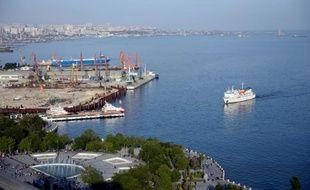 Vue du port de Bakou, le 10 mai 2014