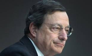 """Le président de la Banque Centrale Européenne Mario Draghi a estimé que la politique monétaire """"nécessite parfois des mesures exceptionnelles"""", tout en rappelant que l'institution """"agira toujours dans les limites de son mandat"""", dans une tribune à paraître jeudi en Allemagne."""