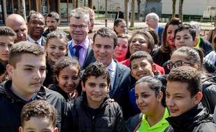Manuel Valls, durant sa visite à Vaulx-en-Velin ce mercredi 13 avril 2016.  Crédit: KONRAD K/SIPA