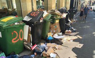 Des poubelles qui débordent dans le quartier Saint-Pierre.