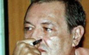 """Le juge chargé de l'enquête sur la disparition de Guy-André Kieffer à Abidjan en 2004 a saisi mardi à l'Elysée un dossier sur cette affaire, un """"signe fort"""", selon la famille du journaliste."""
