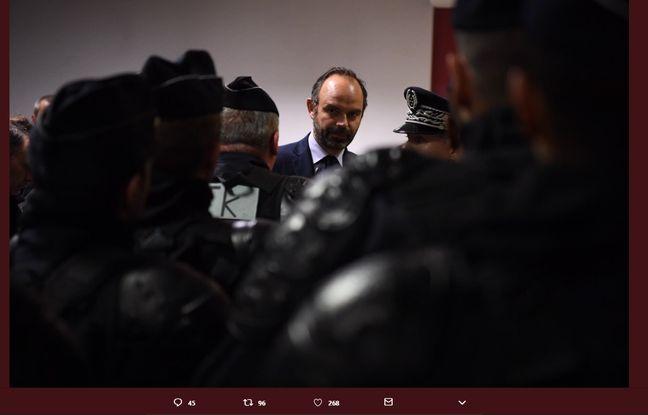 Edouard Philippe à la caserne de police Bessières (Paris XVIIe), aux côtés de Christophe Castaner, le 1er décembre 2018.
