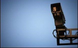 """Les Français sont partagés sur les nouvelles technologies, dites de """"contrôle"""" (fichiers informatiques, caméras de surveillance, etc.), et sur leurs effets concernant la sécurité et les libertés, selon un sondage LH2 publié rendu public par le quotidien 20 minutes et la radio RMC."""