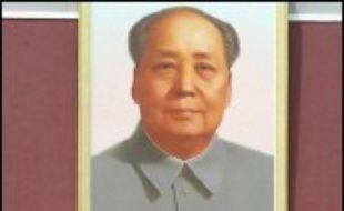 """Le mensonge et la culture du secret ont permis au maoïsme d'attirer des intellectuels occidentaux souvent crédules tandis que Mao affamait son peuple et faisait régner la terreur, ont expliqué à l'AFP les auteurs d'une biographie du grand timonier. """"Mao a entrepris de promouvoir le maoïsme à l'étranger en 1960, l'année durant laquelle 22 millions de Chinois sont morts de faim et d'épuisement"""""""