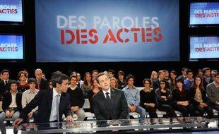 David Pujadas et Nicolas Sarkozy sur le plateau de «Des paroles et des actes», sur France 2, le 6 mars 2012.