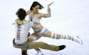 Devant des milliers de spectateurs exaltés, les danseurs Nathalie Péchalat et Fabian Bourzat se sont offert enfin leur première médaille mondiale, le bronze, lors des Mondiaux-2012, organisés à la maison, jeudi à Nice.