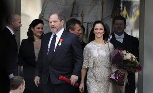Harvey Weinstein, en compagnie de son épouse, quitte le palais de l'Elysée après avoir reçu la Légion d'honneur, le 7 mars 2012.