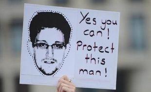 """Le fugitif américain Edward Snowden a passé sa première semaine en homme libre dans le plus grand secret: il reprend ses esprits après une période """"cauchemardesque"""" quelque part en Russie où personne ne l'a vu, dans l'attente de la visite de son père."""