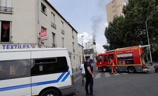 Les pompiers de Paris arrivent sur les lieux d'un incendie à Aubervilliers, le 26 juillet 2018.