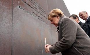 Angela Merkel au Mémorial du mur de Berlin, le 9 novembre 2019. (Tobias SCHWARZ / AFP)