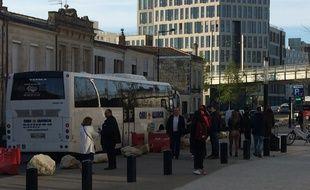 Des bus sont mis à la disposition des voyageurs en remplacement des TER, côté Belcier.