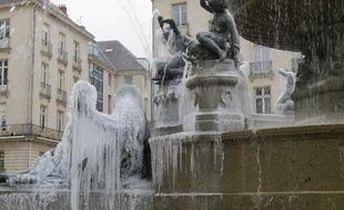 Les statues sont décorées de stalactites.