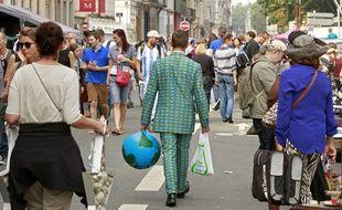 La braderie de Lille, le dimanche sous le soleil.