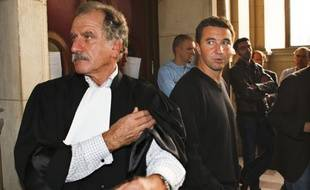 L'avocat Noël Mamère et son client Olivier Besancenot dans l'affaire Taser en octobre 2008 au Tribunal de grande instance de Paris.