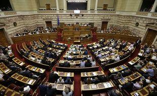 Le Premier ministre grec Alexis Tsipras s'exprime devant le Parlement à Athènes, le 11 juillet 2015.