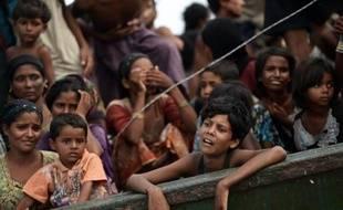 Des migrants rohingyas originaires de Birmanie abandonnés par leurs passeurs sur un navire au large de la Thaïlande, le 14 mai 2015