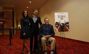 L'ancien président George H.W. Bush, et l'actrice Heather Lind