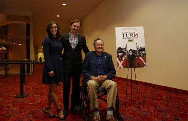nouvel ordre mondial | Agression sexuelle: L'ex-président George H.W. Bush s'excuse auprès de l'actrice Heather Lind