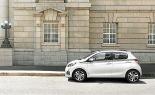 Appréciées en ville pour leur maniabilité, les petites voitures (ici la Peugeot 108) acquièrent aussi la puissance des grandes.