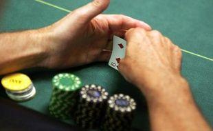 Un tournoi de poker dans un cercle de jeux le 13 juin 2006 à Paris