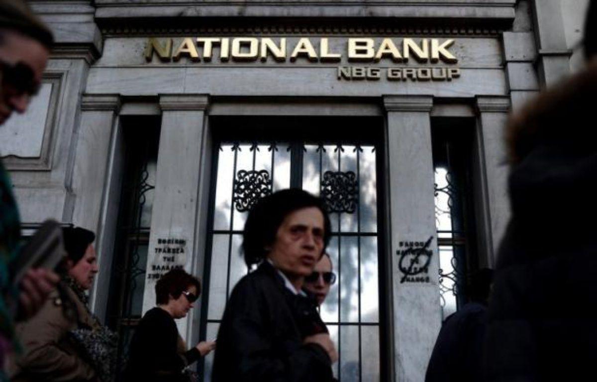 """La Grèce verra son PIB chuter de """"près de 5%"""" en 2012, soit plus que les estimations initiales, après un recul de 6,9% en 2011, a prévu mardi la Banque de Grèce dans son rapport annuel sur l'économie du pays. – Aris Messinis afp.com"""
