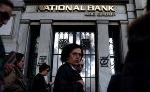 """La Grèce verra son PIB chuter de """"près de 5%"""" en 2012, soit plus que les estimations initiales, après un recul de 6,9% en 2011, a prévu mardi la Banque de Grèce dans son rapport annuel sur l'économie du pays."""