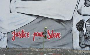 Détail d'une fresque en hommage à Steve Maia Caniço
