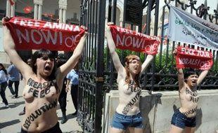 Trois militantes Femen ont été interpellées mercredi matin à Tunis après une action seins nus, une première dans le monde arabe, en soutien à une militante tunisienne détenue depuis le 19 mai, selon un journaliste de l'AFP.