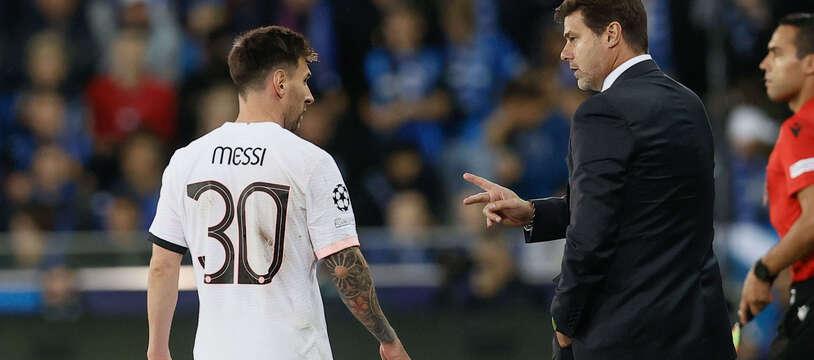 Mauricio Pochettino en discussion avec Lionel Messi lors de Bruges-PSG, le 15 septembre 2021.