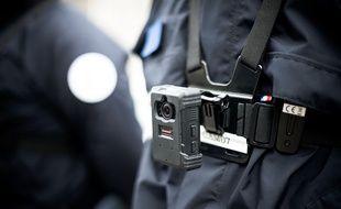 Des policiers de Garges-Lès-Gonesse équipés de « caméras piétons » en 2018 (photo d'illsutration)
