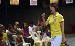 Geraldine Roman, une transsexuelle, en campagne dans la ville d'Orani, aux Philippines, le 30 avril 2016