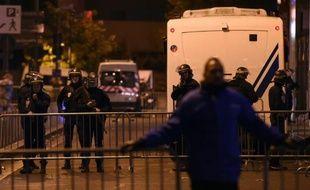 Les forces de l'ordre aux abords du Stade de France, à Saint-Denis, après les attaques de Paris, le 13 novembre 2015