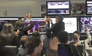 Des scientifiques fêtent les premières collisions de particules du LHC au Cern en Suisse, le 30 mars 2010